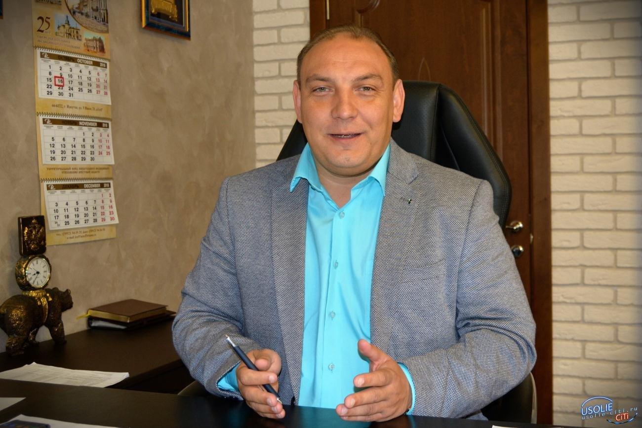 Максим Торопкин поздравляет работников комплекса городского хозяйства