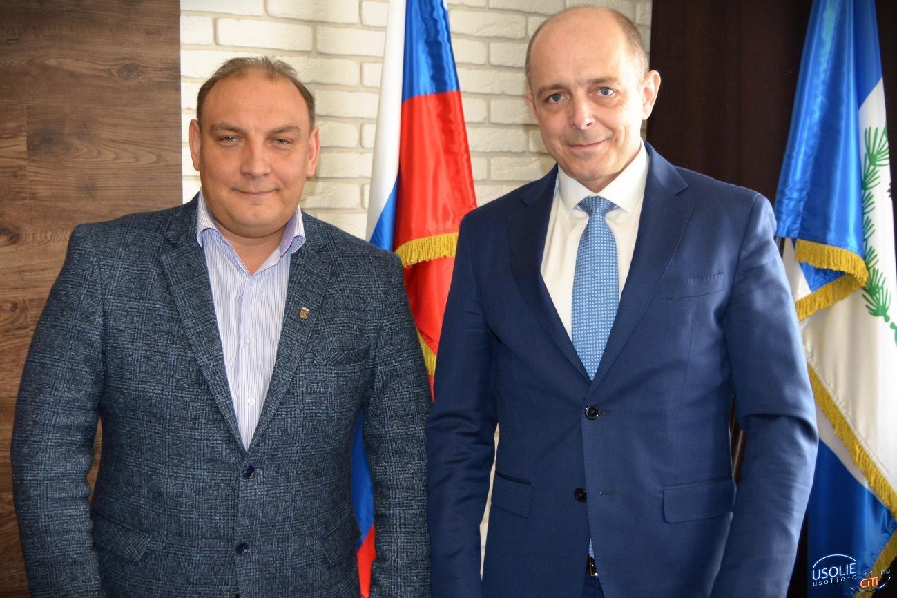 Усольчанин Степан Франтенко с костылем пришел на встречу с Сергеем Соколом