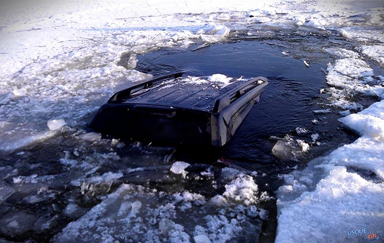Белая негостеприимно встретила гостей: В Усолье под лед провалился Nissan X-Trail