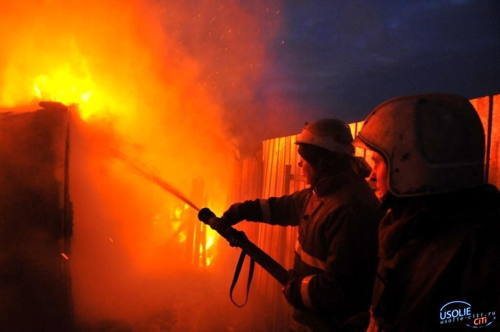 Ночью усольчане увидели пламя, полыхающее среди частных домов