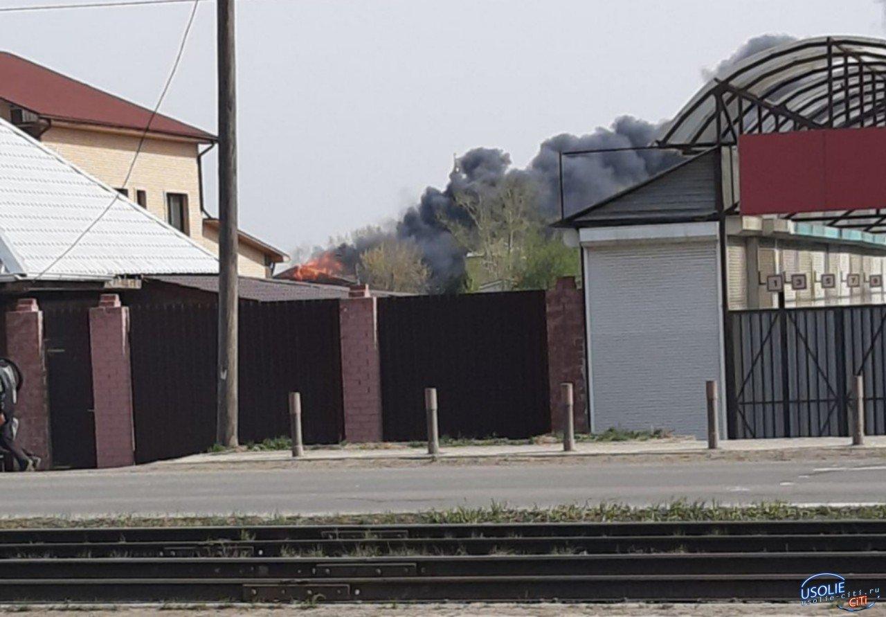 В Усолье горит здание бывшего пивзавода