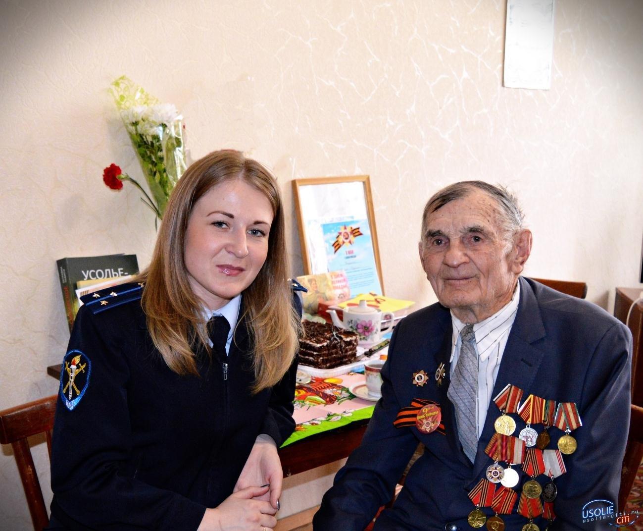 Усольские полицейские поздравили с Днем победы ветерана ВОВ