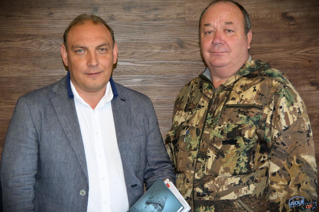 Дочь Героя Советского Союза сделала подарок народному мэру Усолья