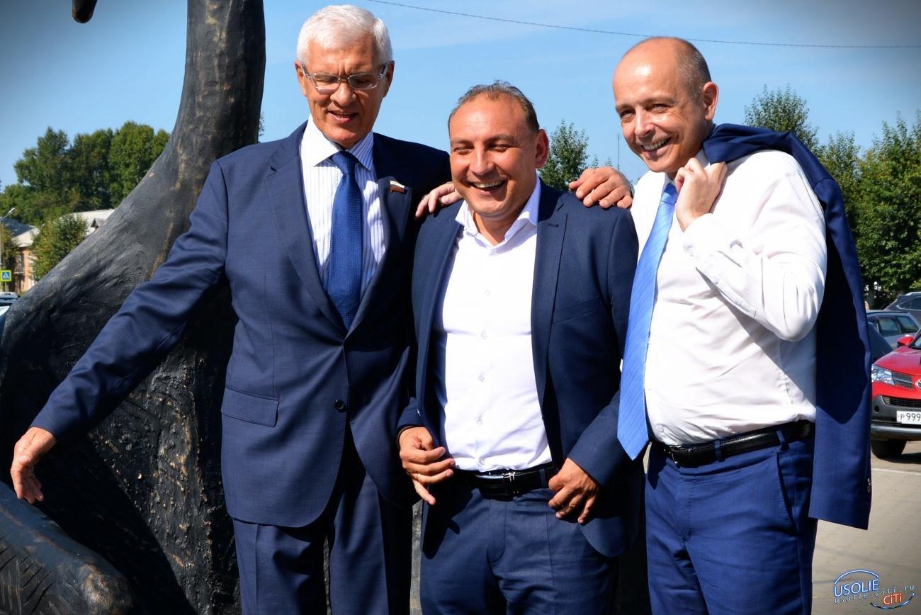 Трое в одной лодке: В Усолье торжественно открыли новый сквер