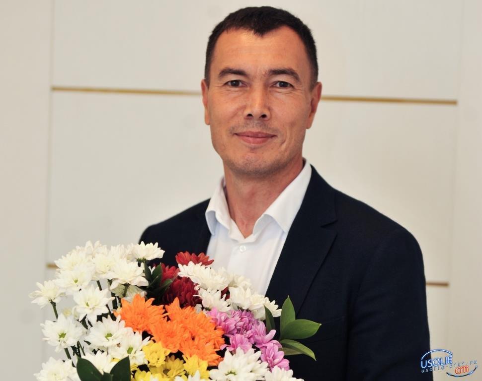 Евгений Сарсенбаев: С профессиональным праздником – Днем учителя!