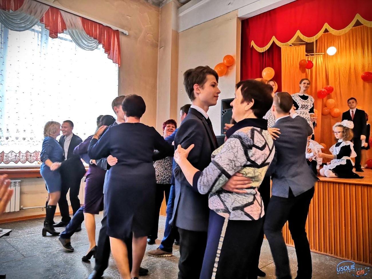 Оранжевое настроение: В гимназия №1 в Усолье прошел День самоуправления