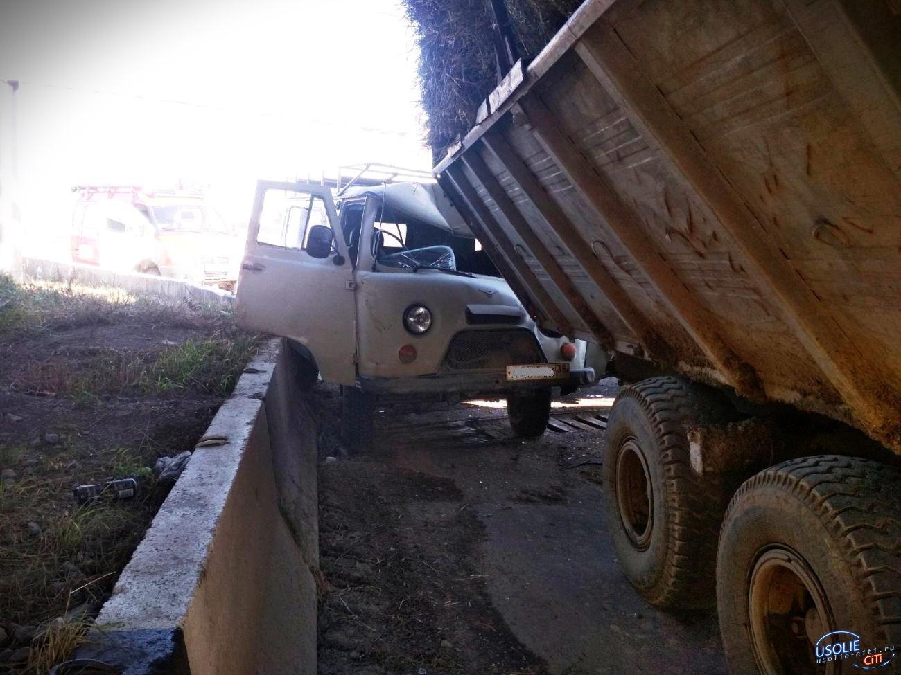УАЗ и трактор: Неудачная встреча под мостом возле Усолья
