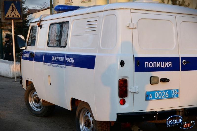 Трое молодых усольчан задержали вора-мошенника
