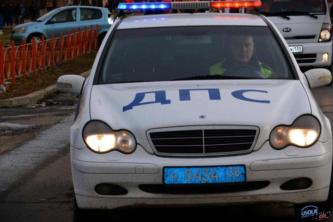 Травму головы получила усольчанка, врезавшись на иномарке в грузовик
