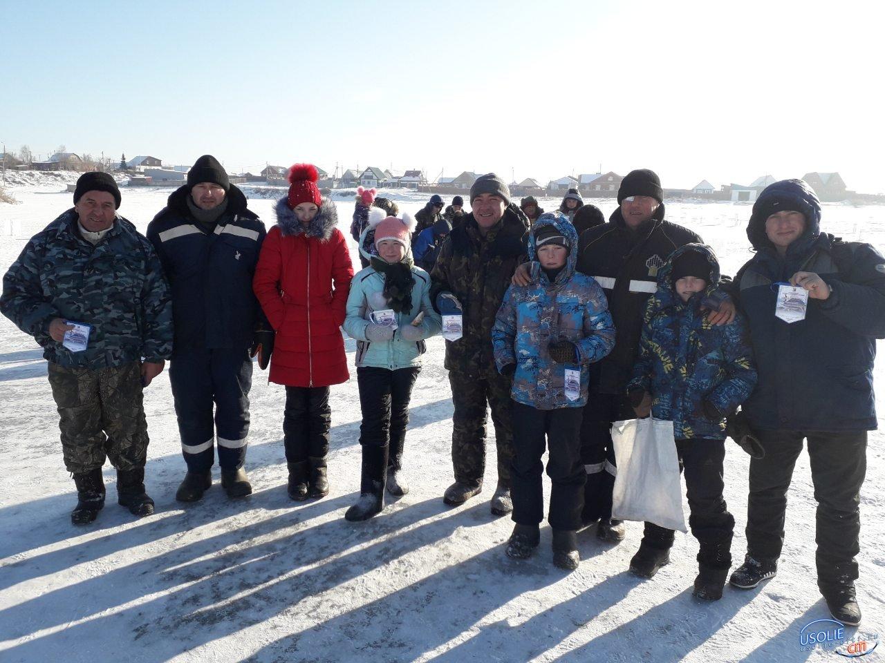 Мороз не испугал: Михаил Ерофеев собрал рыбаков из Усольского района