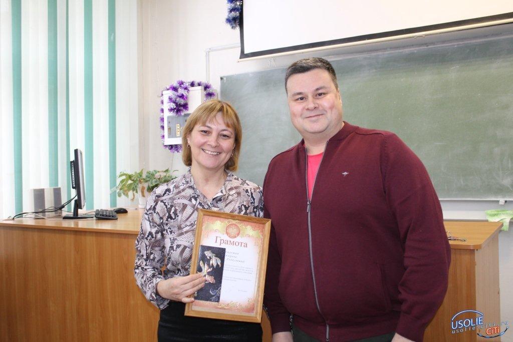 Вадим Кучаров вручил предновогодние премии