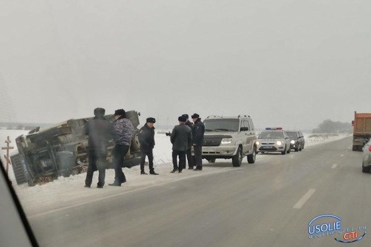 Спецавтомобиль с заключенными перевернулся в Усольском районе