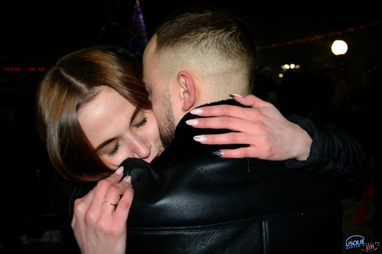 Александр Уданенко в Усолье в новогоднюю ночь публично сделал предложение руки и сердце любимой