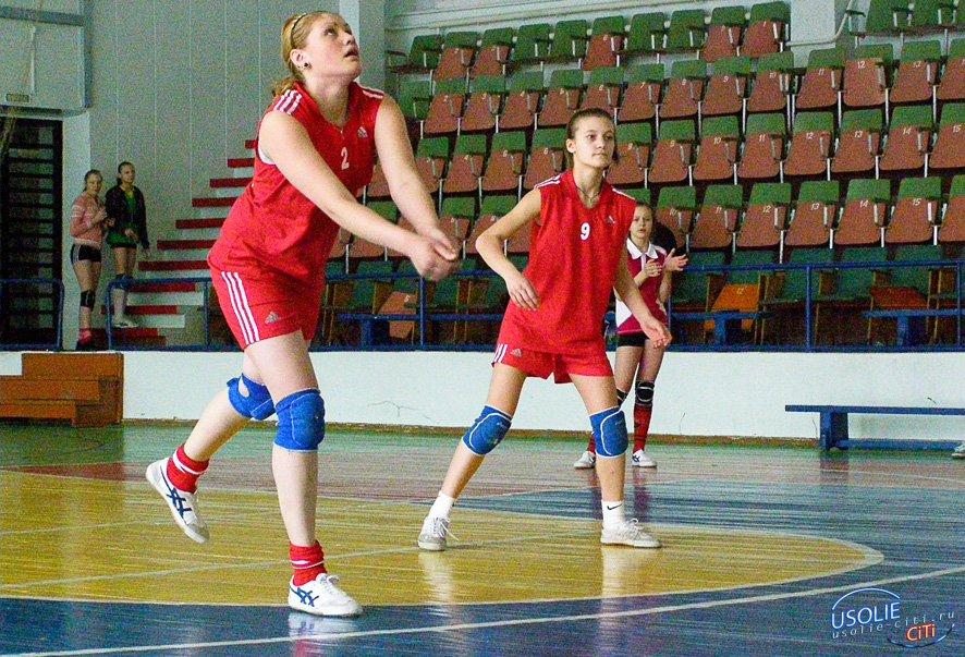 Серьезную борьбу ведут волейболисты Усолья