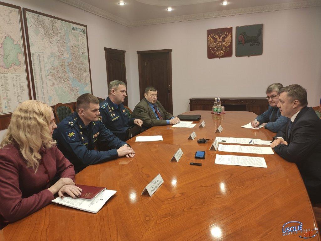 Игорь Кобзев распорядился решить вопросы жилья для гражданских специалистов в п. Средний