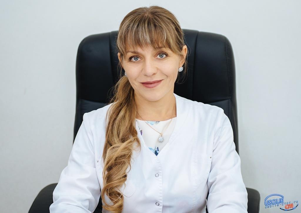 Главный врач поздравляет медиков Усолья