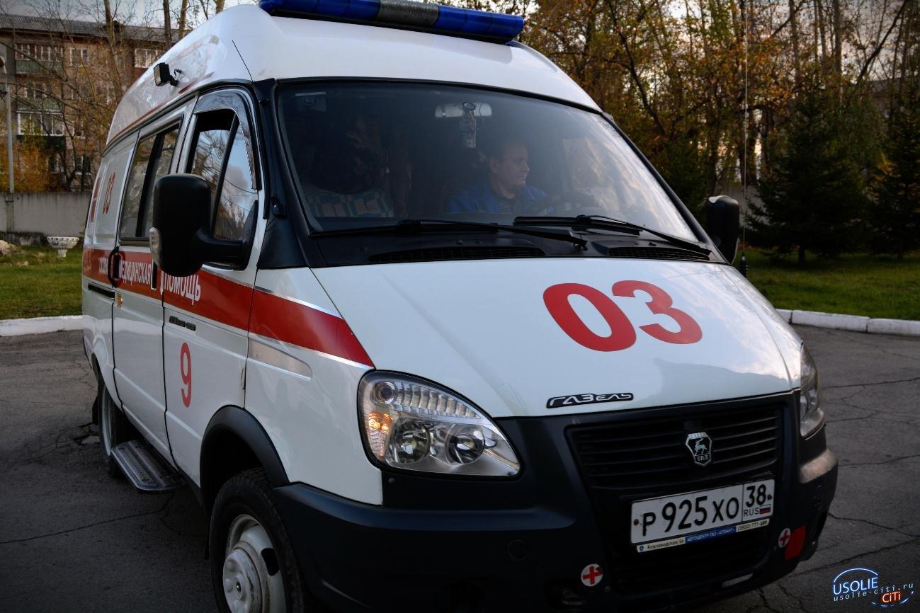 Двухлетняя девочка упала с мотороллера в Усольском районе