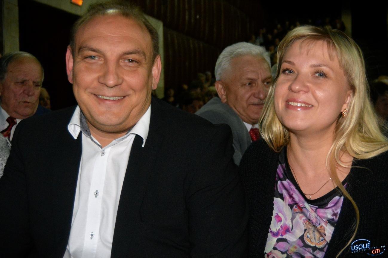 Жена мэра Усолья улетела без супруга в Ленинградскую область