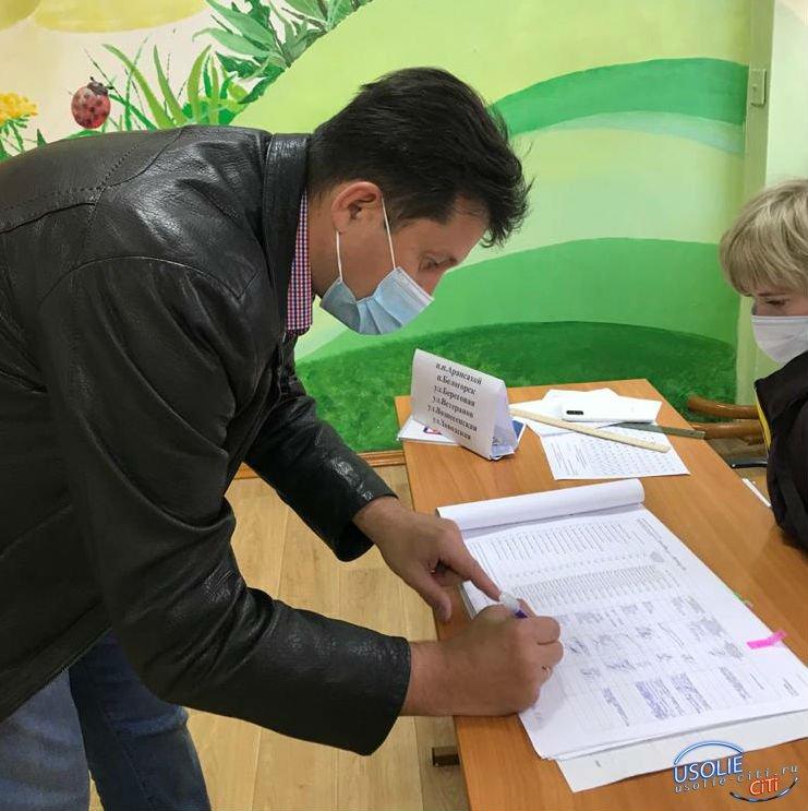 Мэр Усольского района Виталий Матюха проголосовал на выборах губернатора