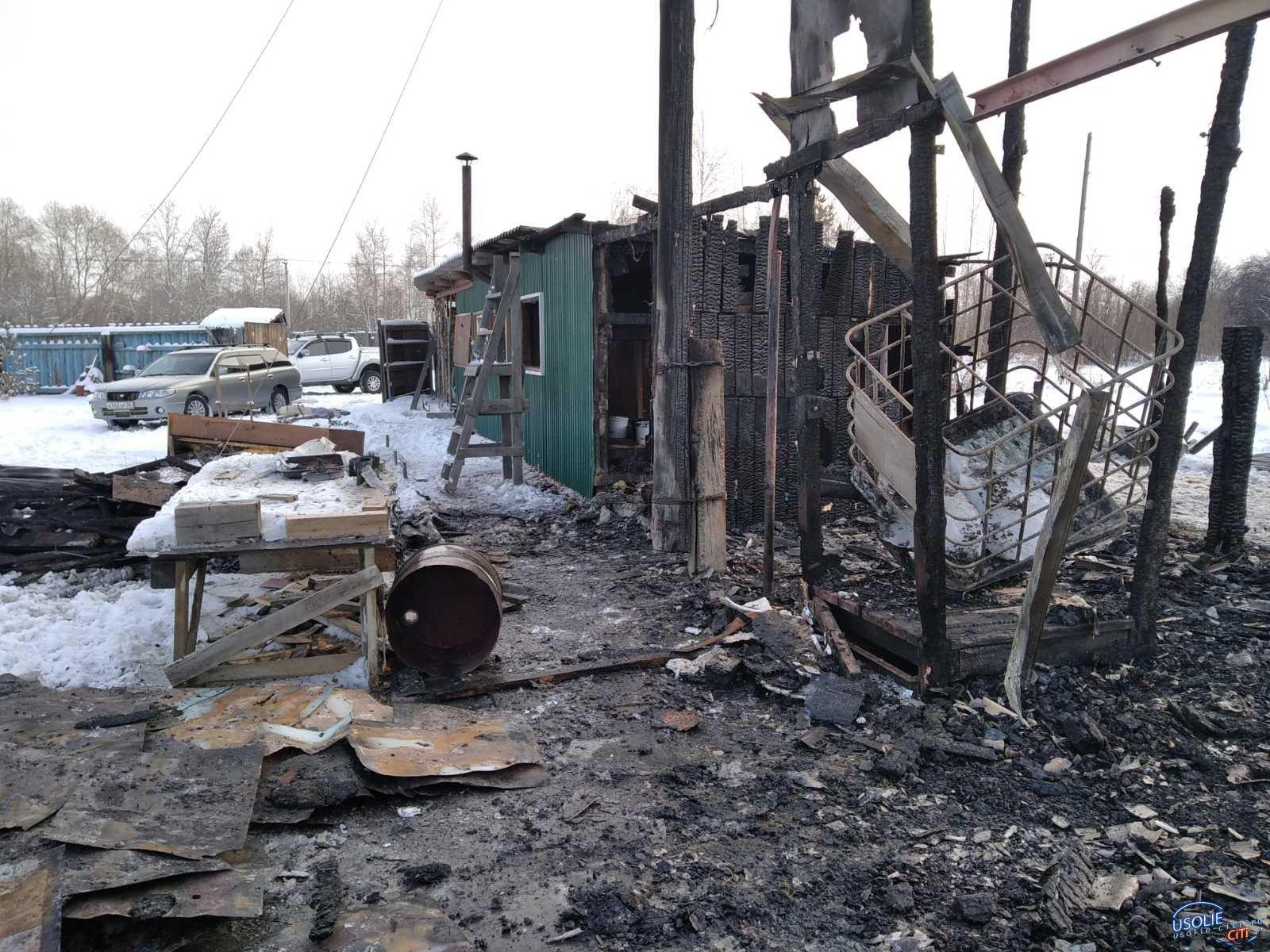 В усольском поселке Набережный сожгли постройки