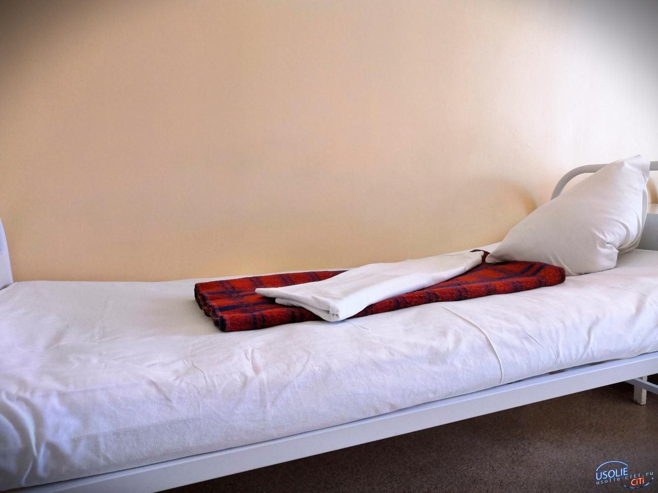 В Усолье жена воткнула в мужа нож, он же огрел ее битой. Оба сбежали из больницы