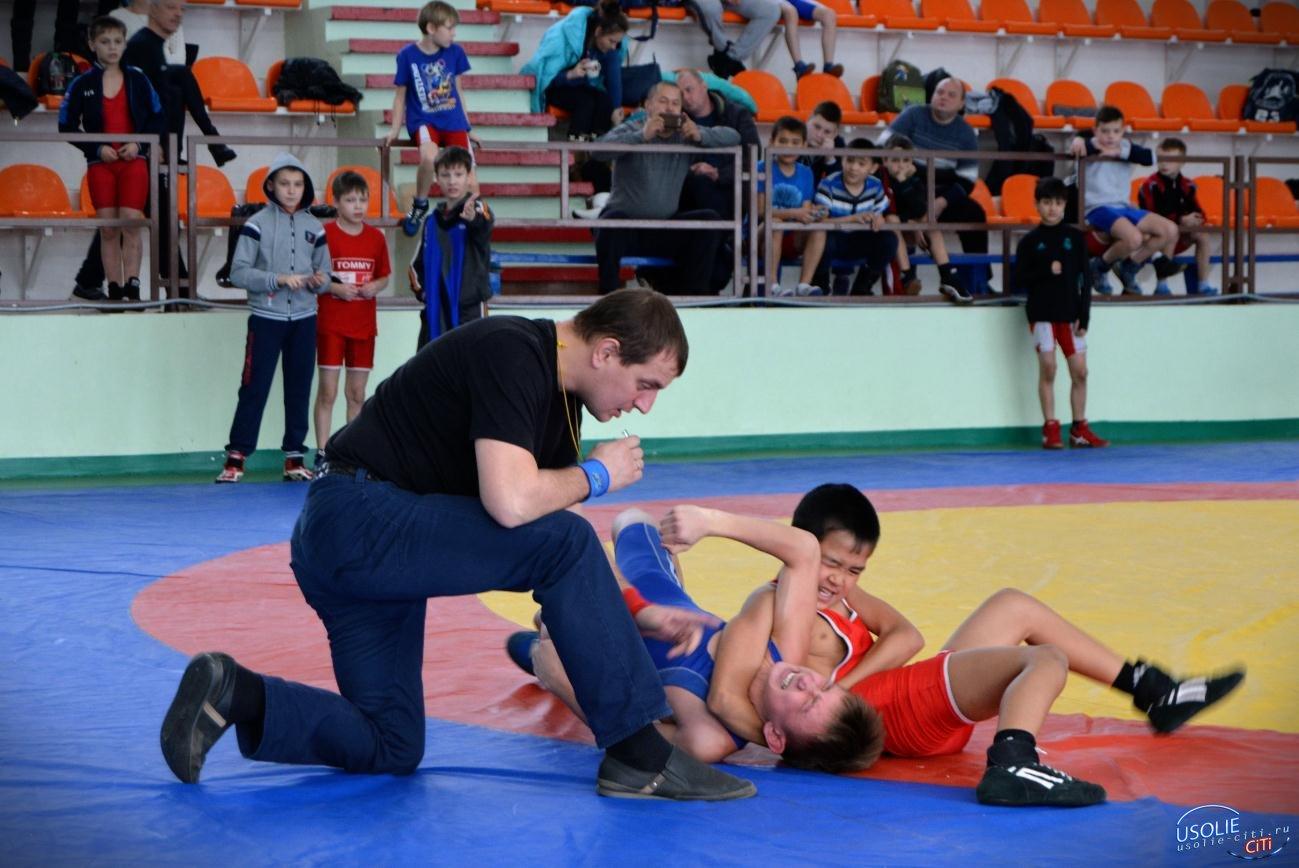 Восемь медалей завоевали усольские самбисты