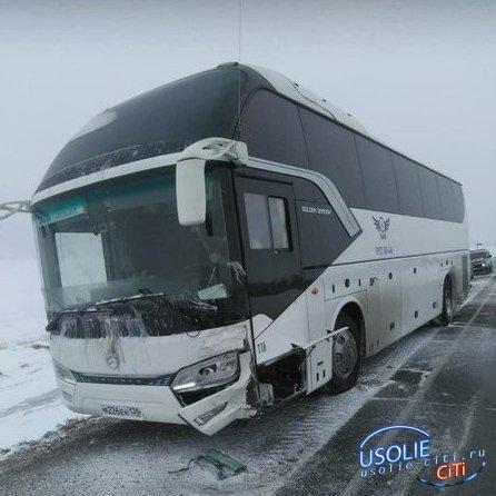 Пассажирский автобус попал в ДТП под Усольем