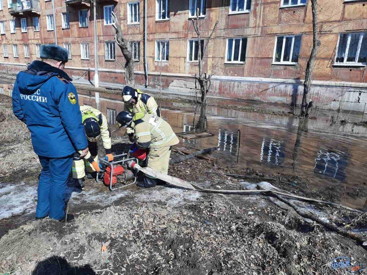В Усолье откачивают воду из подвалов жилых домов