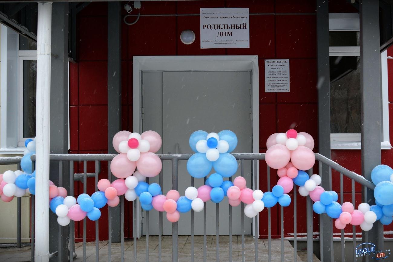 54 мальчика и 44 девочки родились в марте на усольской земле