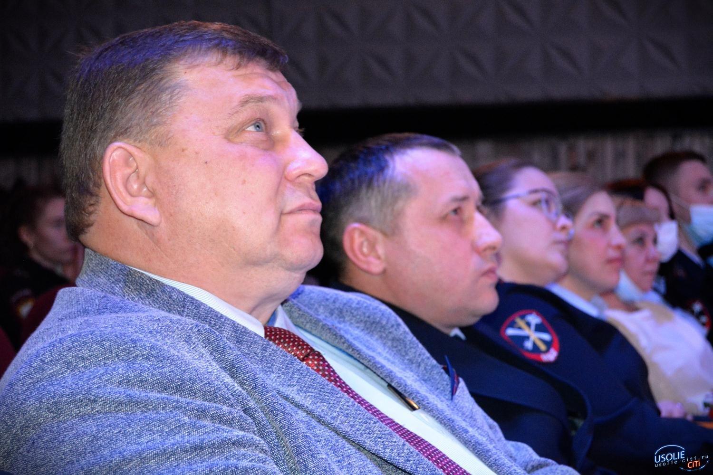 Ветеранов МВД в Усолье поздравили концертом
