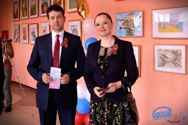 Виталий Матюха и Надежда Глызина поздравляют жителей Усольского района