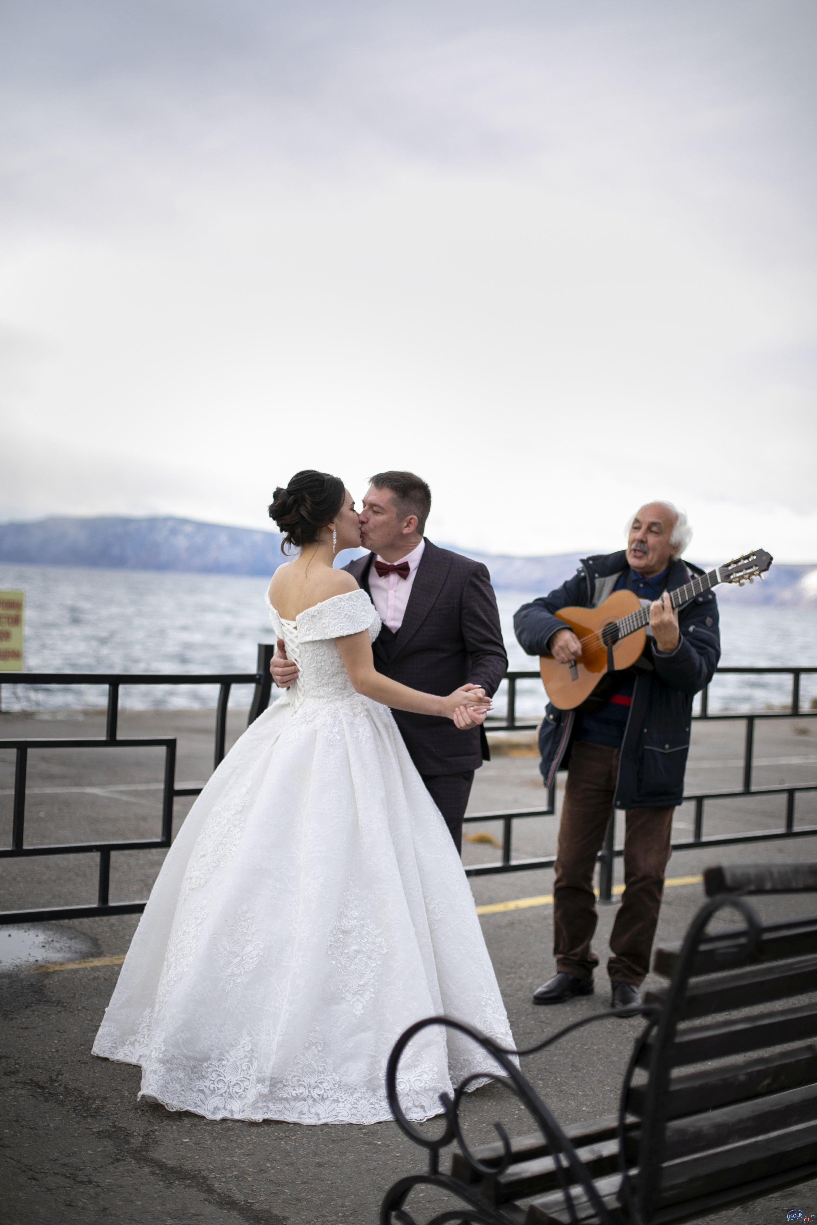 Усольская семья вошла в число победителей первого этапа конкурса «Свадьба на Байкале»