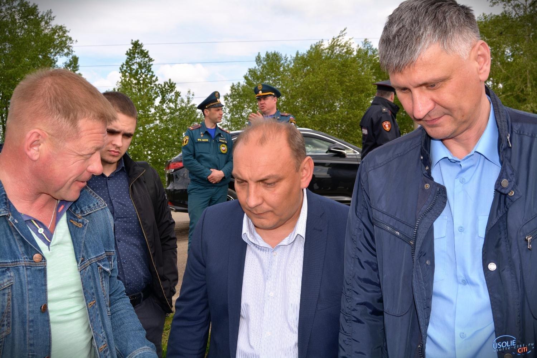 Прокуроры и мэр Усолья встретились на дамбе озера Молодежного