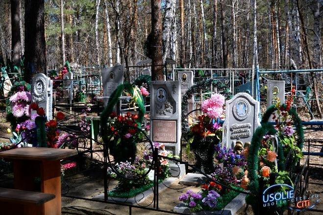 Жительница Тайтурки обнаружила рядом с могилой мужа свежее захоронение чужого человека