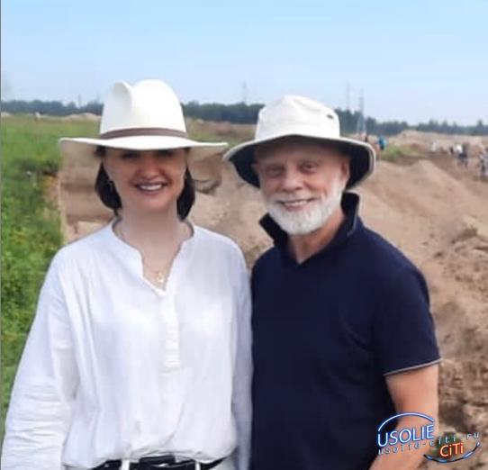 Профессор из Канады на раскопках в Усольском районе