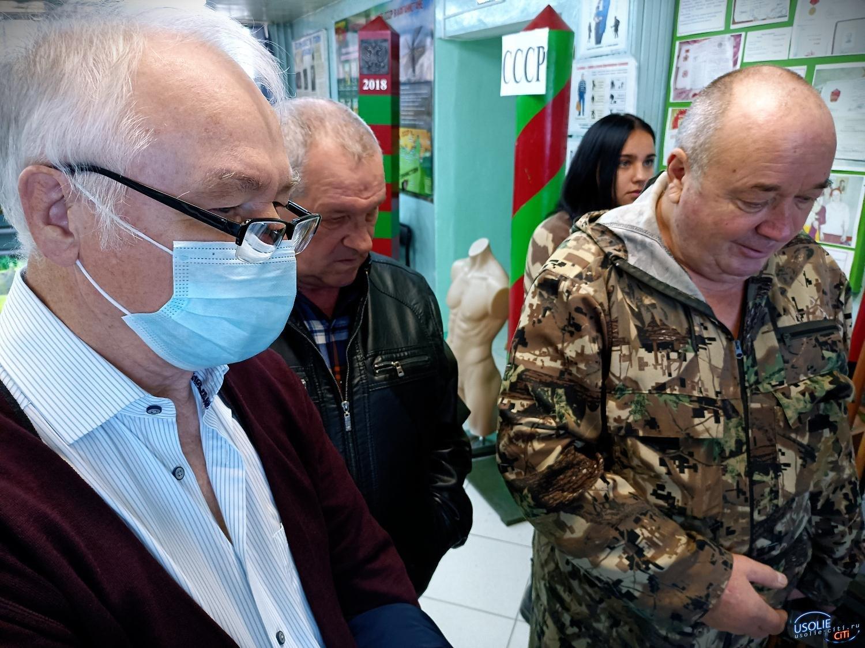 Самогон и курица: Живые участники событий на Даманском посетили Усолье